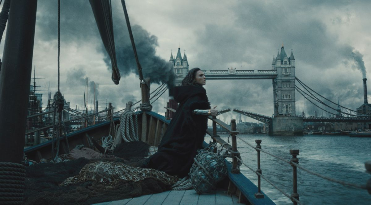 Wonder Woman gives London a hand – while she's saving the world
